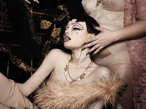 ToTN_Black wig_Nude lips_strangle
